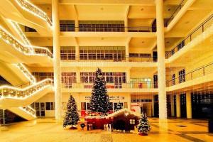 Đại học Xây dựng khiến sinh viên các trường ghen tỵ khi trang trí Giáng sinh hoành tráng, đẹp miễn bàn