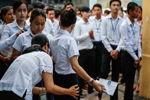 Thủ tướng Campuchia cho toàn bộ học sinh lớp 12 tốt nghiệp không cần thi